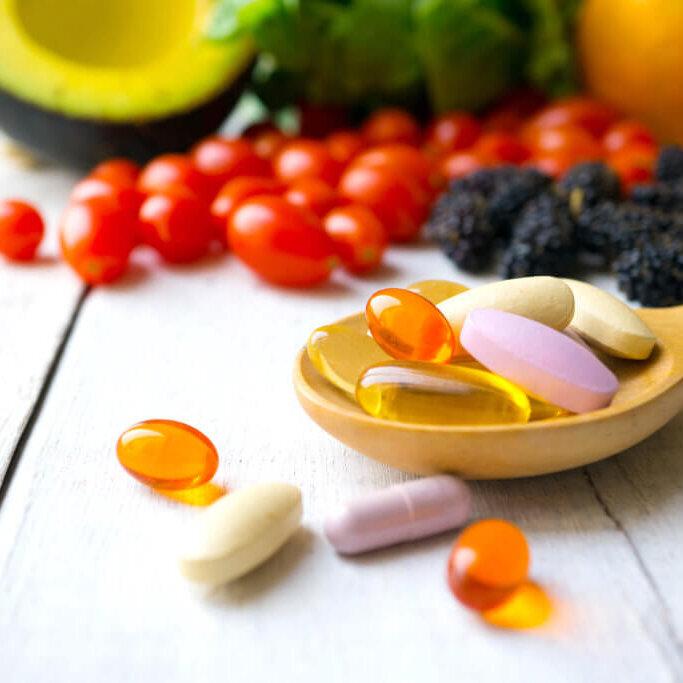 In Mischung oder einzeln bieten wir Vitamine & Mineralien für die Lebensmittelindustrie in Kleinmengen an